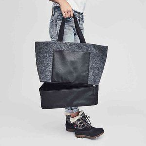 Overnight tote with shoe compartment